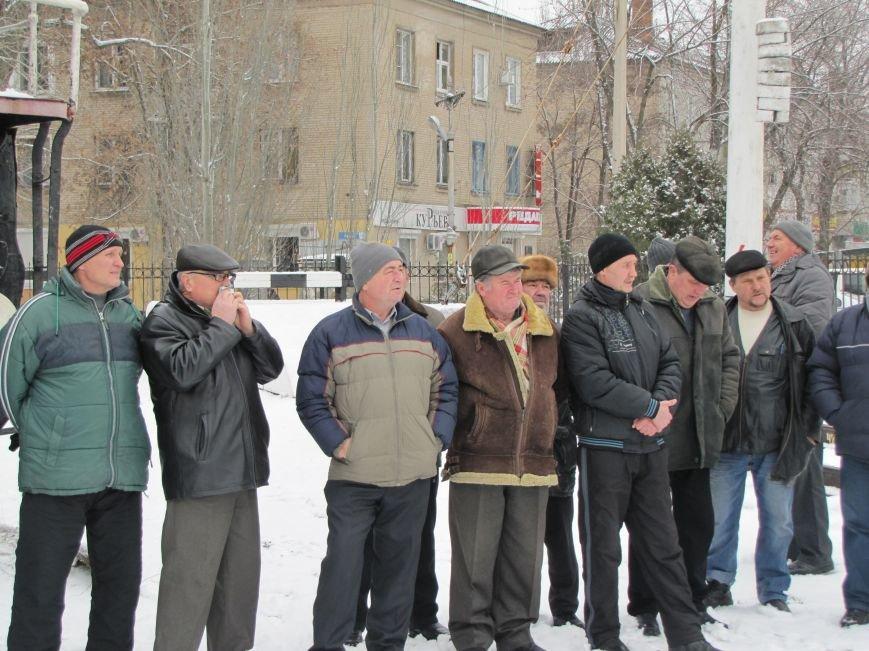 Паровозу - памятник, а пенсионерам и ветеранам - кукиш (фото), фото-8