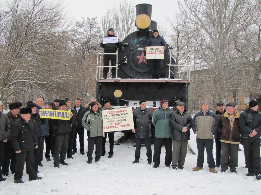 Паровозу - памятник, а пенсионерам и ветеранам - кукиш (фото), фото-5