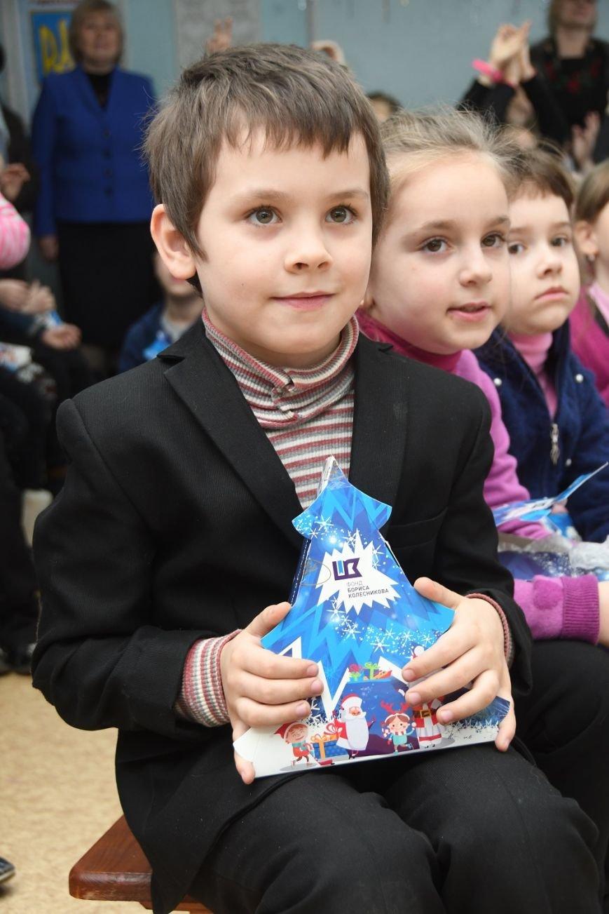 Благотворители и известные спортсмены подарили детям Донбасса 58 тыс. подарков, фото-2