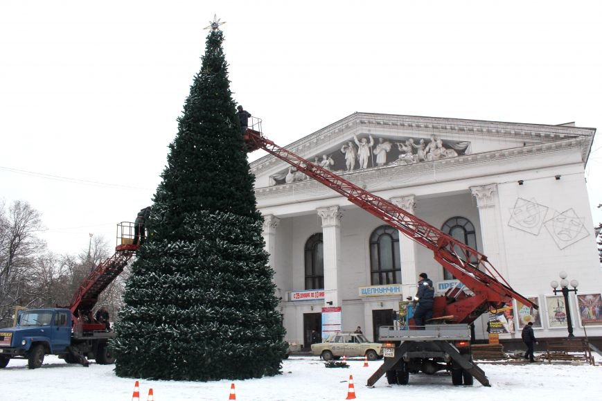 Главная елка Мариуполя откроется через четыре дня (ФОТО), фото-1
