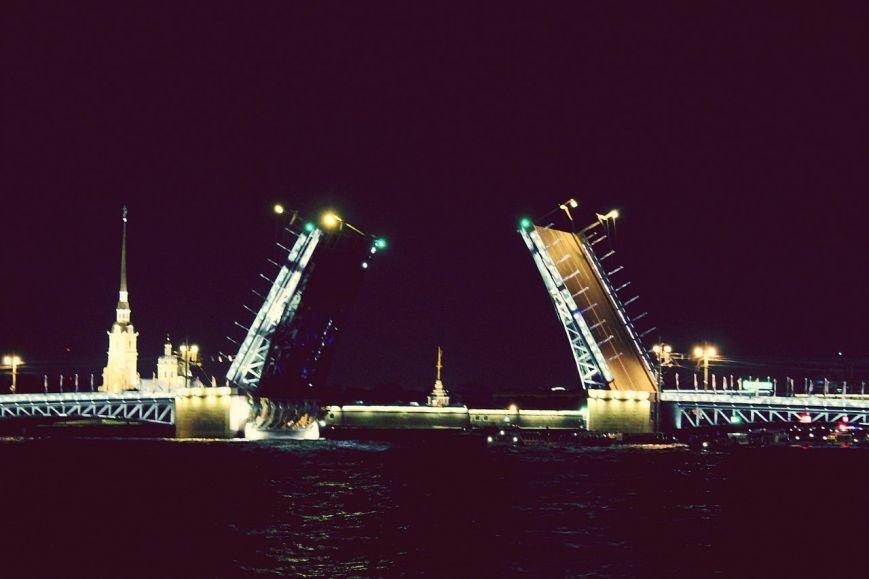 ночная с разводом мостов