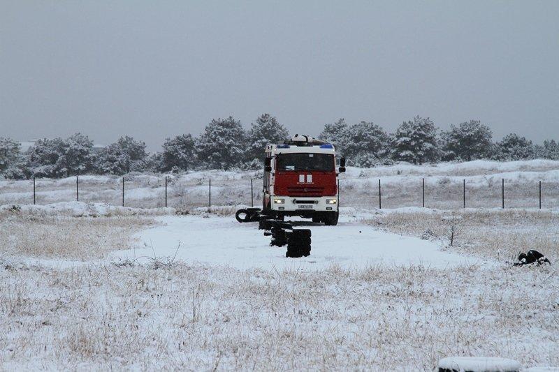 Спасатели Севастополя соревновались в скоростном маневрировании на снегу, фото-3