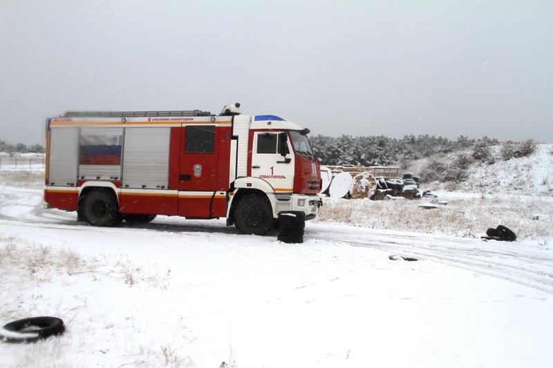 Спасатели Севастополя соревновались в скоростном маневрировании на снегу, фото-10