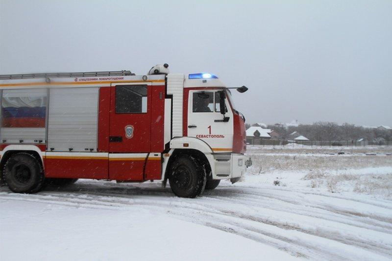 Спасатели Севастополя соревновались в скоростном маневрировании на снегу, фото-8