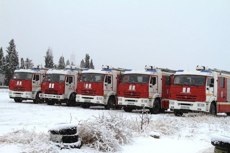 Спасатели Севастополя соревновались в скоростном маневрировании на снегу, фото-1