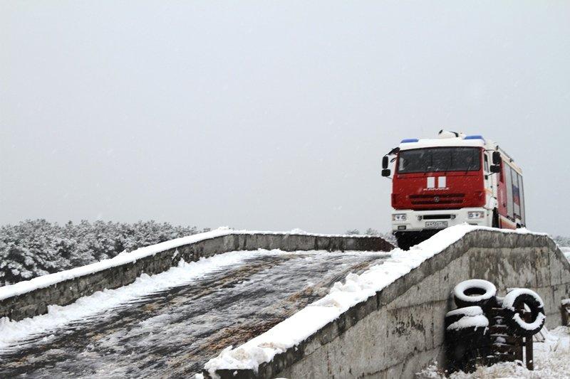 Спасатели Севастополя соревновались в скоростном маневрировании на снегу, фото-5