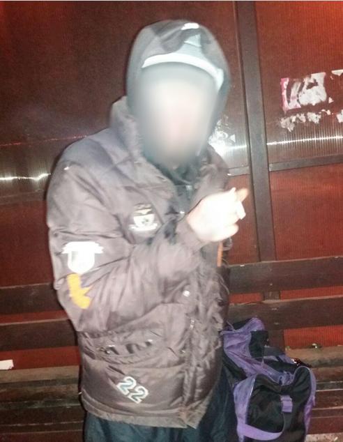 На остановке при выезде из Кривбасса замерзал участник боевых действий (ФОТО), фото-1