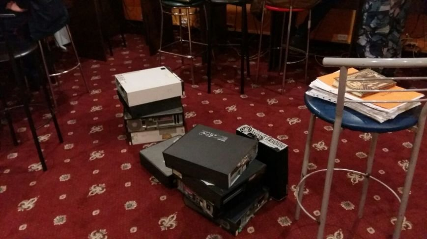В Каменском закрыли очередное игорное заведение, работавшее под вывеской государственной лотереи, фото-5