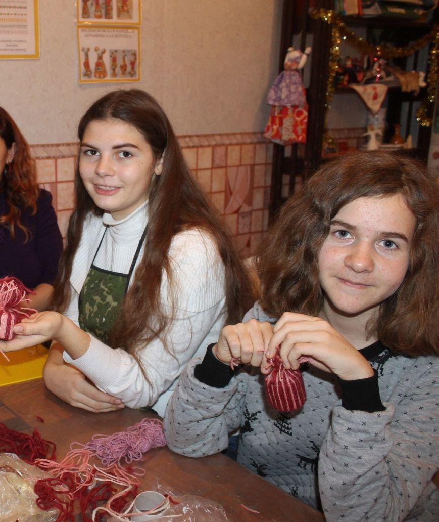 Юные журналисты Ялты готовят новогодние подарки для детей с ограниченными возможностями, фото-3
