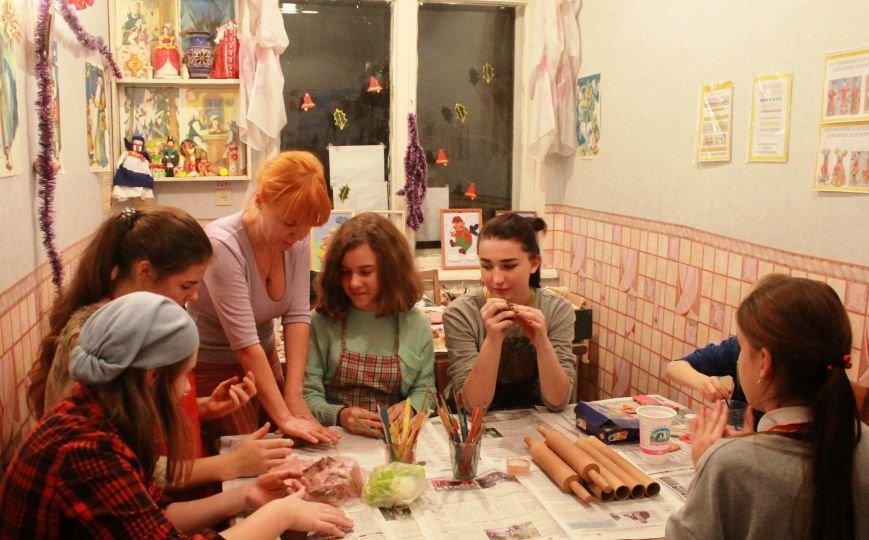 Юные журналисты Ялты готовят новогодние подарки для детей с ограниченными возможностями, фото-1