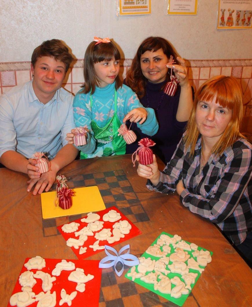 Юные журналисты Ялты готовят новогодние подарки для детей с ограниченными возможностями, фото-2