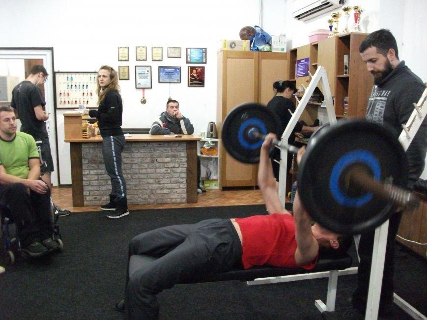 В Каменском прошли соревнования по пауэрлифтингу среди спортсменов-инвалидов, фото-2