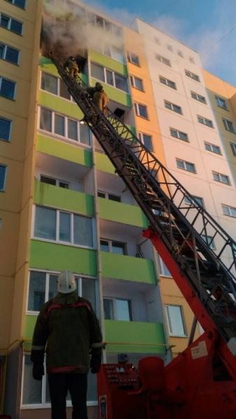 Из горящего дома в Ульяновске эвакуировали 6 человек. ФОТО, фото-2