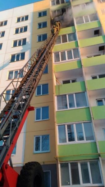 Из горящего дома в Ульяновске эвакуировали 6 человек. ФОТО, фото-3