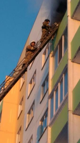 Из горящего дома в Ульяновске эвакуировали 6 человек. ФОТО, фото-1