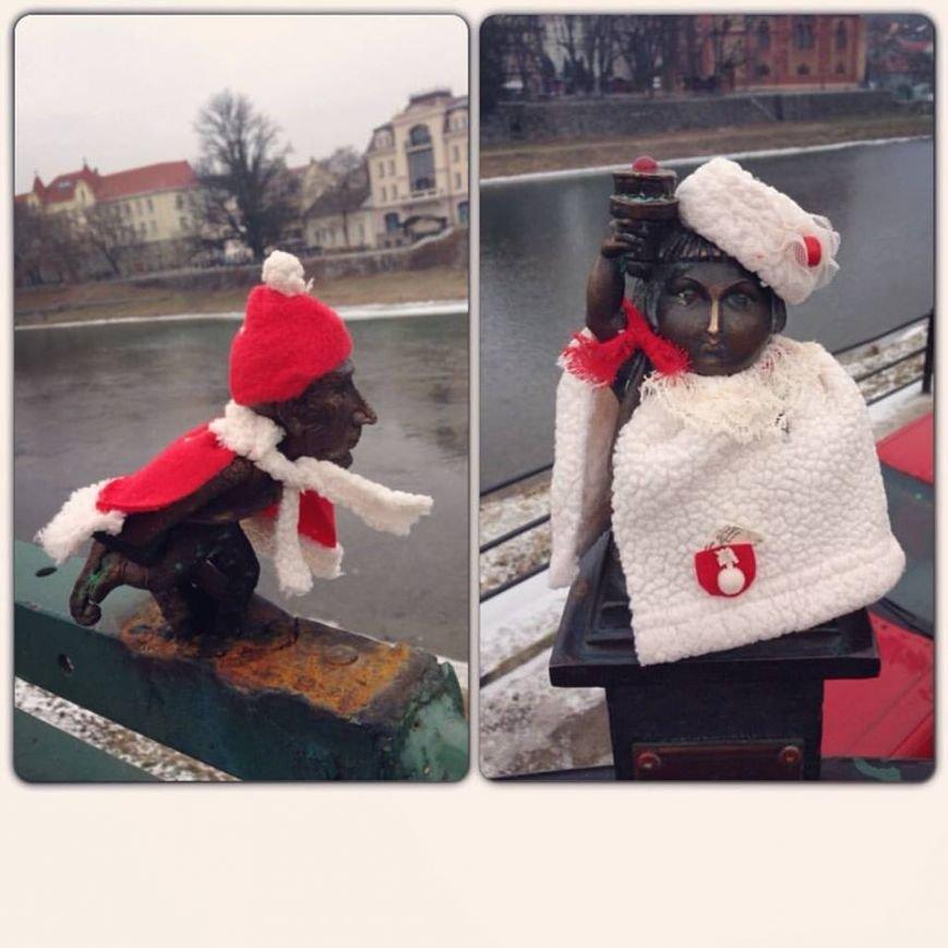 Ужгородські міні-скульптурки вбрали у святковий одяг: фото, фото-1