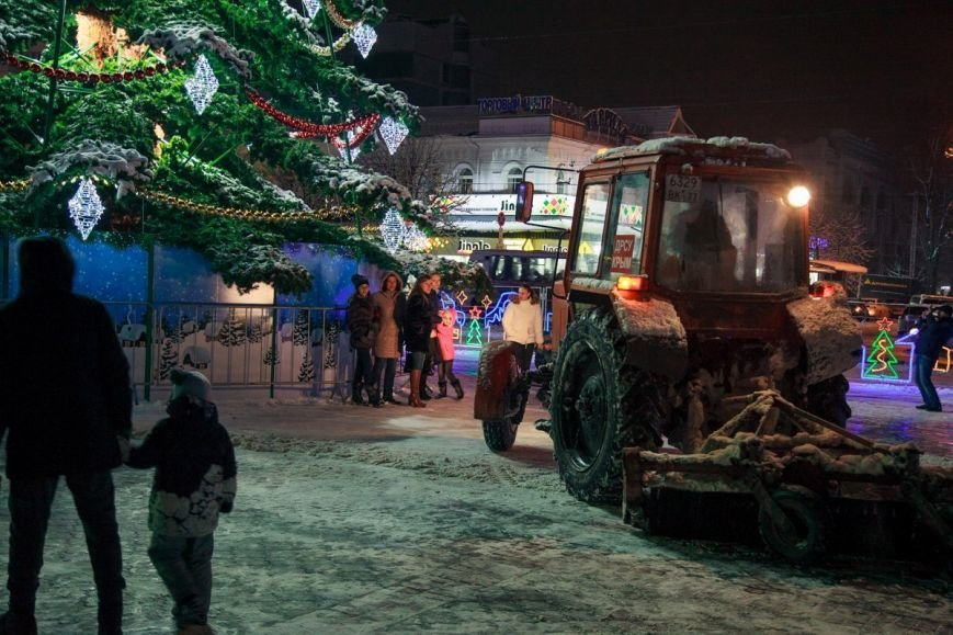 ВИДЕО: в Симферополе снегоуборочная техника устроила «бои», фото-1