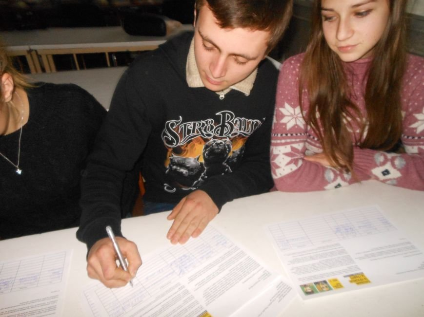 Криворожане собрали более 2 тысяч подписей в защиту несправедливо осужденных (ФОТО), фото-9
