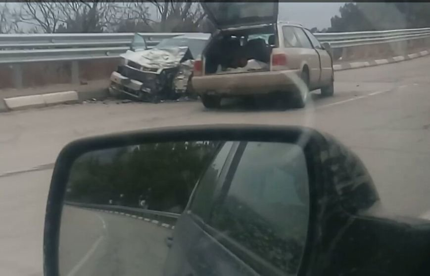 ВИДЕО: на трассе Севастополь-Ялта сошлись две «Ауди», фото-2