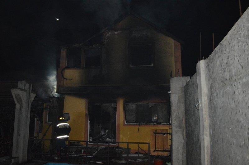 На пожаре в жилом доме Севастополя нашли два трупа (ФОТО), фото-1