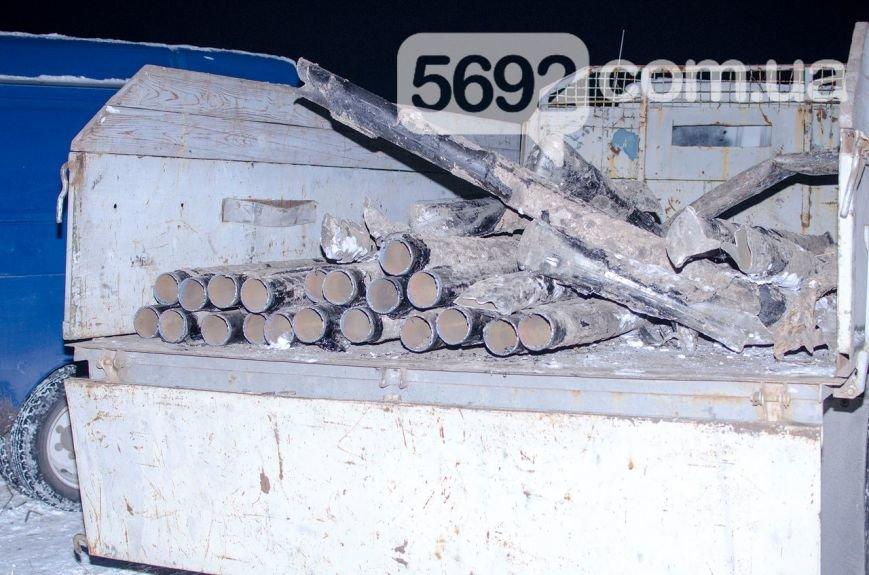 Владельцы поля в Каменском возмущены действиями неизвестных, которые выкапывают и вывозят металл, фото-1