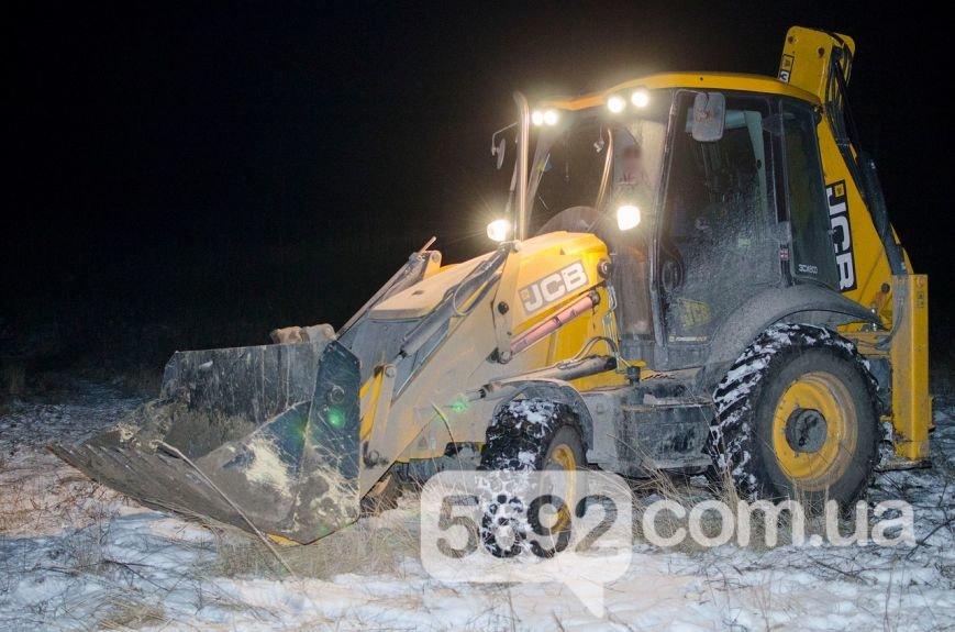Владельцы поля в Каменском возмущены действиями неизвестных, которые выкапывают и вывозят металл, фото-6