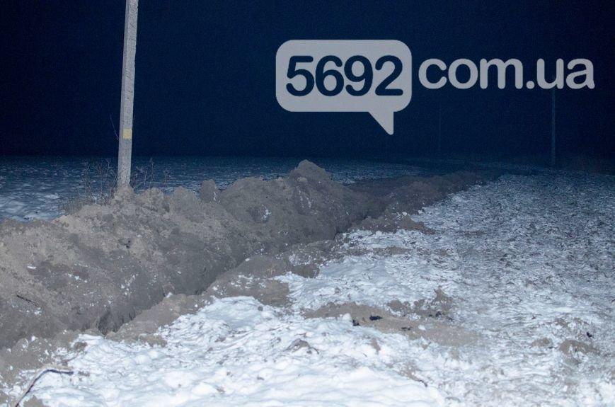 Владельцы поля в Каменском возмущены действиями неизвестных, которые выкапывают и вывозят металл, фото-4