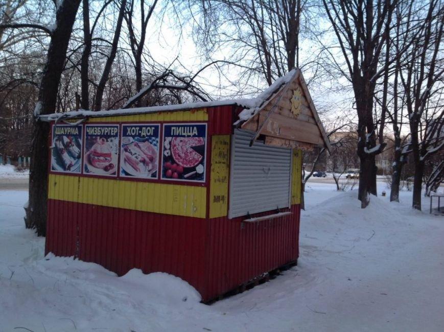 В Засвияжье вскрыли и демонтировали нелегальный киоск. ФОТО, фото-1