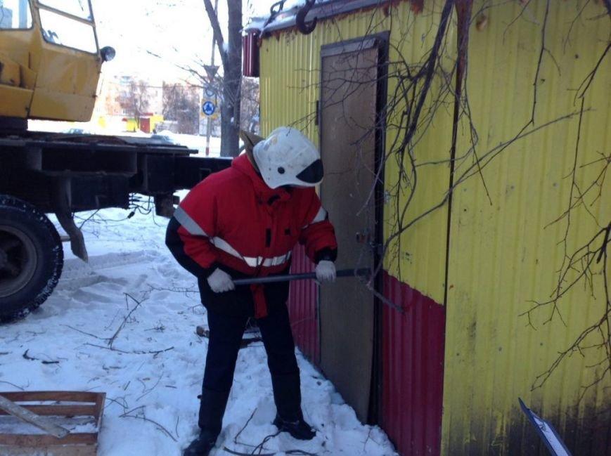 В Засвияжье вскрыли и демонтировали нелегальный киоск. ФОТО, фото-3