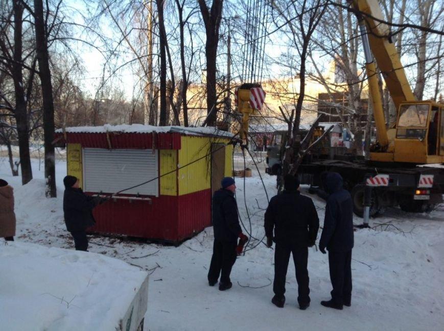 В Засвияжье вскрыли и демонтировали нелегальный киоск. ФОТО, фото-2