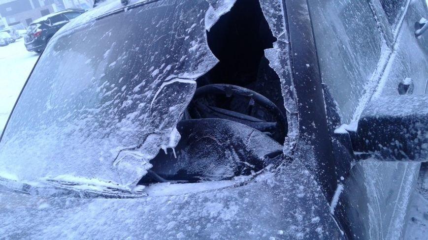 «Жара» в мороз. На 60 лет Октября сгорел автомобиль, фото-1