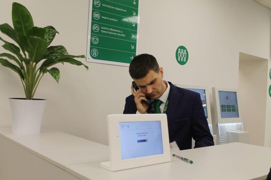 В Бахмуте открыли первый в области обновленный сервисный центр, фото-6