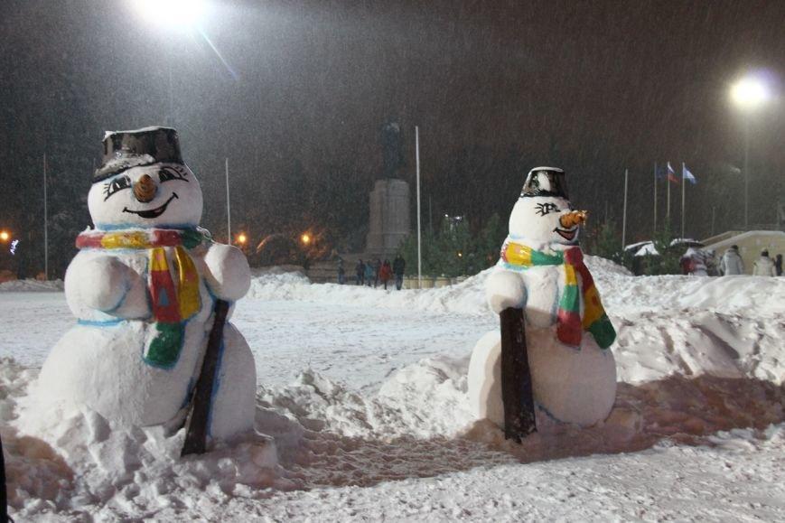 Как украсили центральную площадь Ульяновска. ФОТО, фото-2