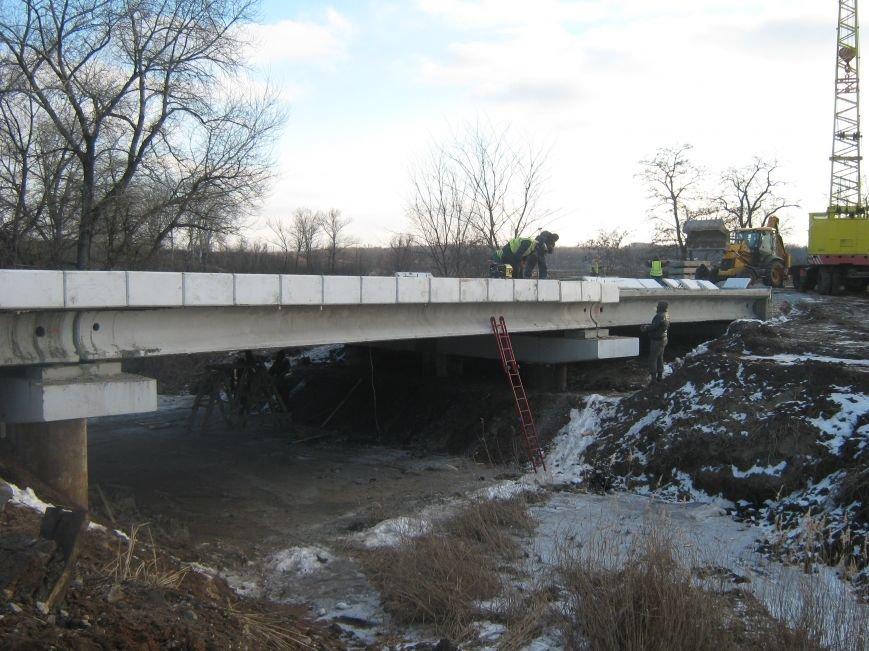 В Бахмутском районе продолжается реконструкция моста, фото-1