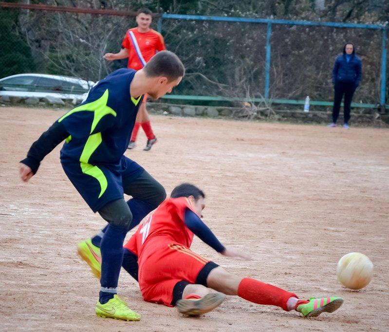 Никита впервые возглавила таблицу первой лиги Чемпионата Ялты по футболу, фото-1