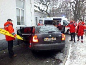 Біля станції швидкої допомоги сталася ДТП. Водій опинився в лікарні (ФОТО, ВІДЕО), фото-1