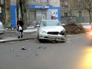 Біля станції швидкої допомоги сталася ДТП. Водій опинився в лікарні (ФОТО, ВІДЕО), фото-2