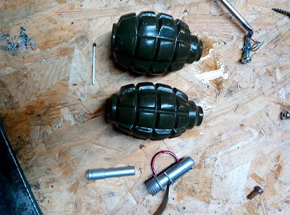 У черниговской полиции – богатый улов: два гранаты и наркотики, фото-1