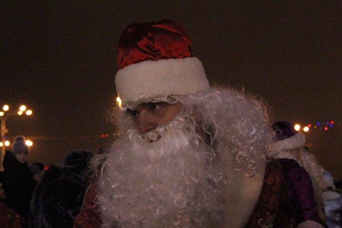 В преддверии Нового года витебчане и сотни сказочных персонажей «зажгли» центральную елку города, фото-9