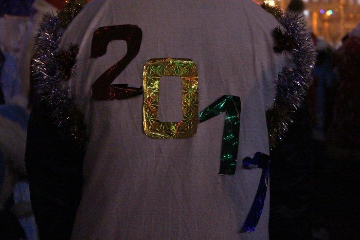 В преддверии Нового года витебчане и сотни сказочных персонажей «зажгли» центральную елку города, фото-23