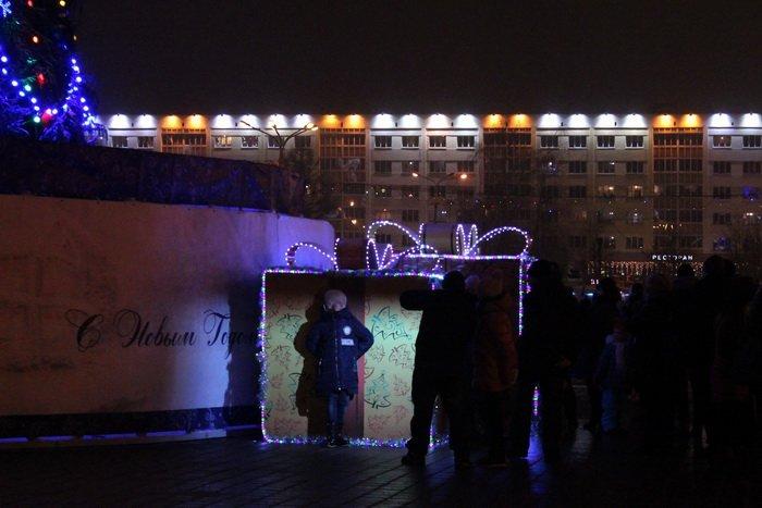 В преддверии Нового года витебчане и сотни сказочных персонажей «зажгли» центральную елку города, фото-7