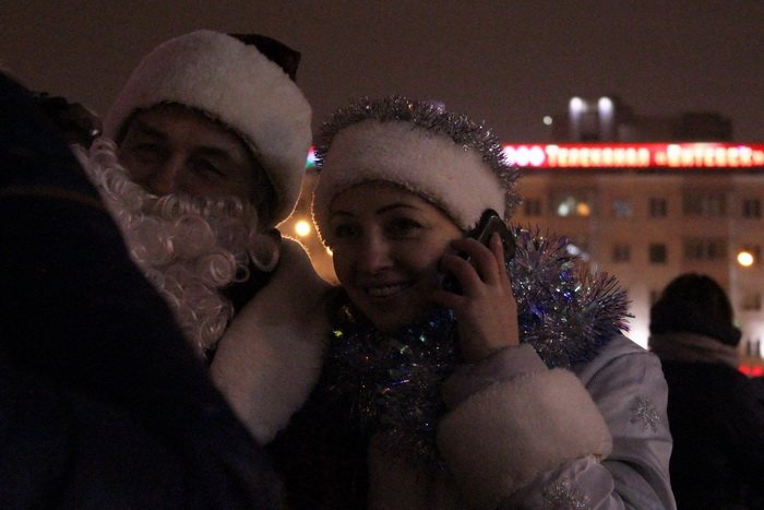 В преддверии Нового года витебчане и сотни сказочных персонажей «зажгли» центральную елку города, фото-10