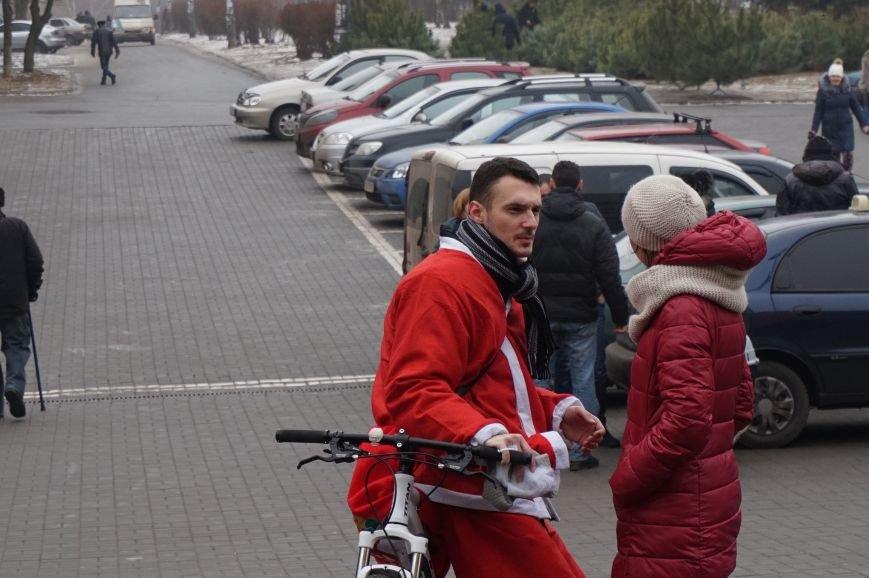 Криворожские Деды Морозы на велосипедах отправились дарить праздник малышам в детдома (ФОТО), фото-10