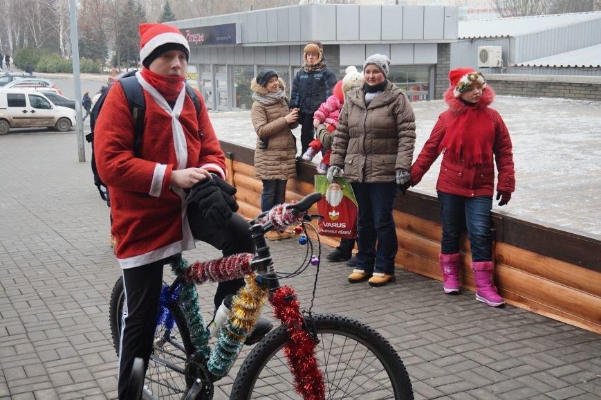 Криворожские Деды Морозы на велосипедах отправились дарить праздник малышам в детдома (ФОТО), фото-1