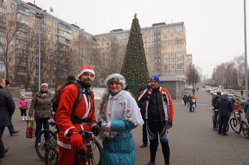 Криворожские Деды Морозы на велосипедах отправились дарить праздник малышам в детдома (ФОТО), фото-11