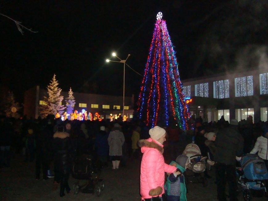 Огненное шоу, праздничный концерт и национальные блюда от казаков - в Родинском открыли главную елку, фото-7