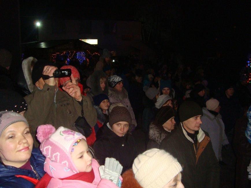 Огненное шоу, праздничный концерт и национальные блюда от казаков - в Родинском открыли главную елку, фото-2
