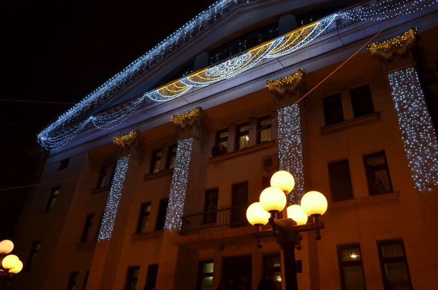 В Мариуполе зажгли главную елку города, а Театральный сквер стал сказочным (ФОТО+ВИДЕО), фото-37