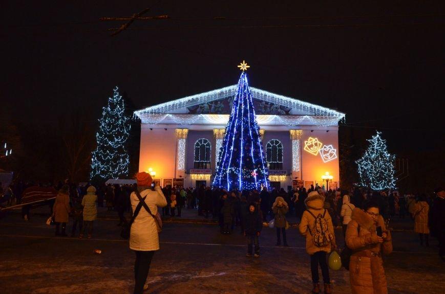 В Мариуполе зажгли главную елку города, а Театральный сквер стал сказочным (ФОТО+ВИДЕО), фото-27