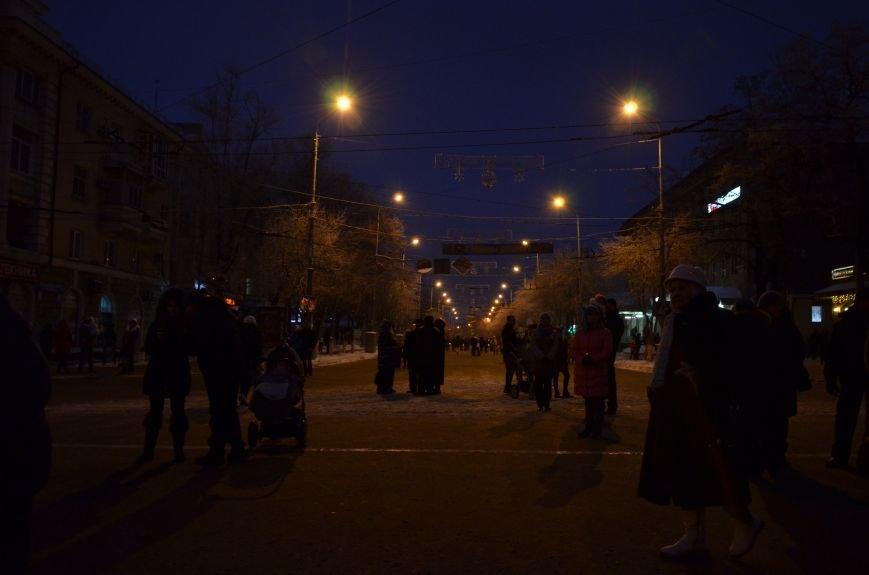 В Мариуполе зажгли главную елку города, а Театральный сквер стал сказочным (ФОТО+ВИДЕО), фото-20